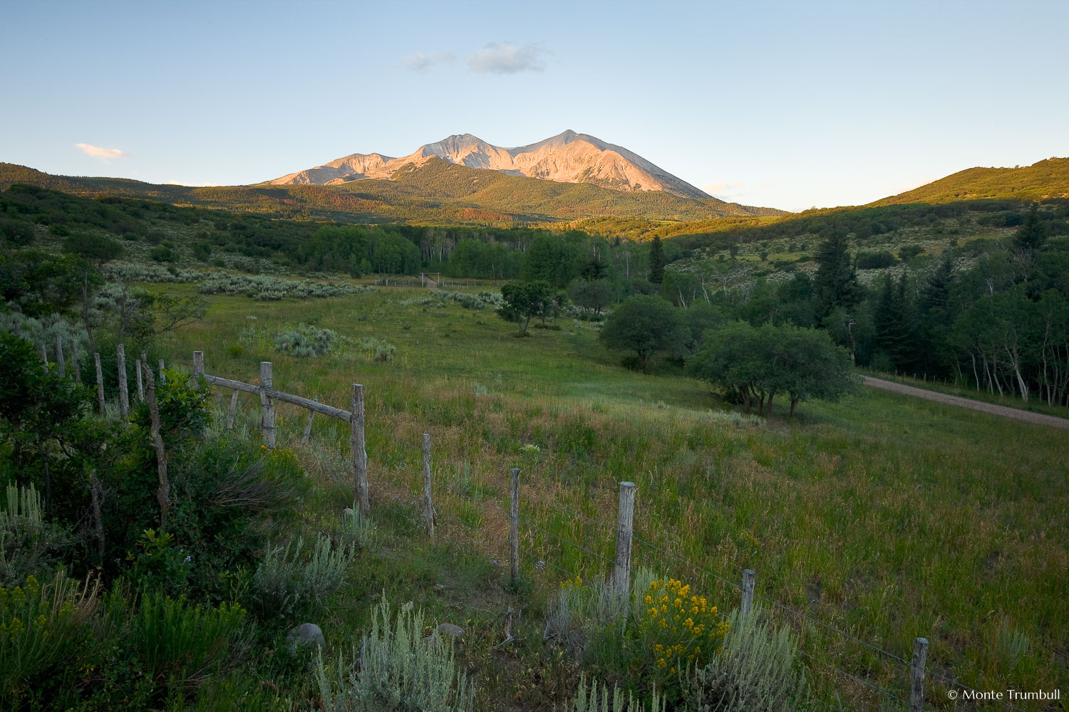 MT-20090807-063038-0026-Colorado-Basalt-Mt-Sopris-sunrise-fence.jpg