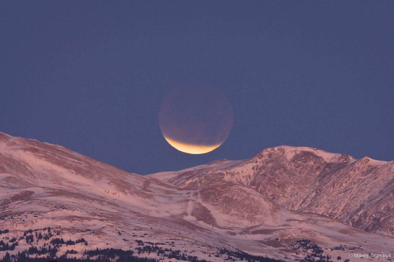 MT-20111210-065107-0003-Colorado-Rocky-Mountains-snow-lunar-eclipse.jpg