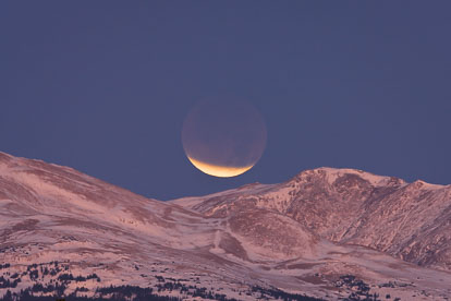 MT-20111210-065107-0003-Colorado-Rocky-Mountains-snow-lunar-eclipse.jpg