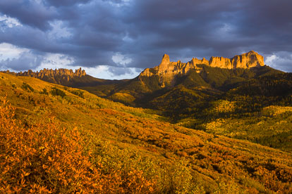 MT-20121005-183118-0001-Colorado-Ridgway-Courthouse-Mountain-Chimney-Rock-fall-color-sunset.jpg