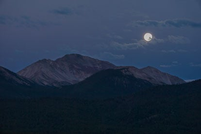 MT-20130821-060903-0004-Mount-Yale-Colorado-Blue-Moon-twilight-moonset.jpg