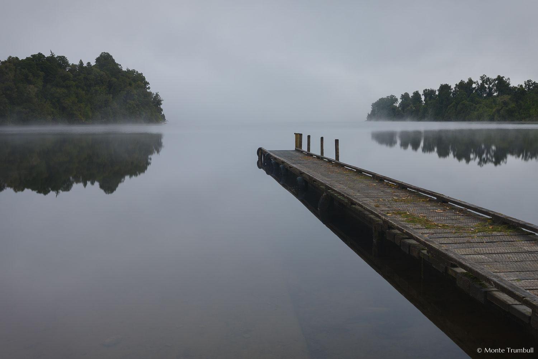 MT-20090422-071745-0002-New-Zealand-South-Island-Lake-Mapourika-fog-pier.jpg