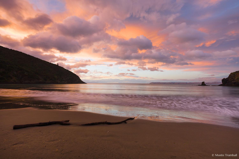 MT-20090426-065950-0014-New-Zealand-South-Island-Whites-Bay-sunrise-pastel.jpg