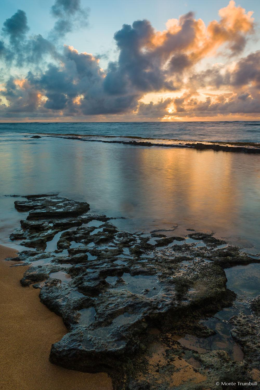 MT-20131210-071344-0052-Waipouli-Beach-Kauai-Hawaii-golden-sunrise.jpg