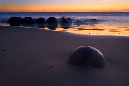 MT-20090411-063630-0003-Edit-New-Zealand-South-Island-Moeraki-Boulders-sunrise.jpg
