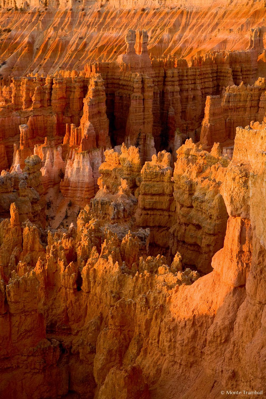 MT-20071107-070718-0004-Edit-Utah-Bryce-Canyon-National-Park-spires-glow-sunrise.jpg