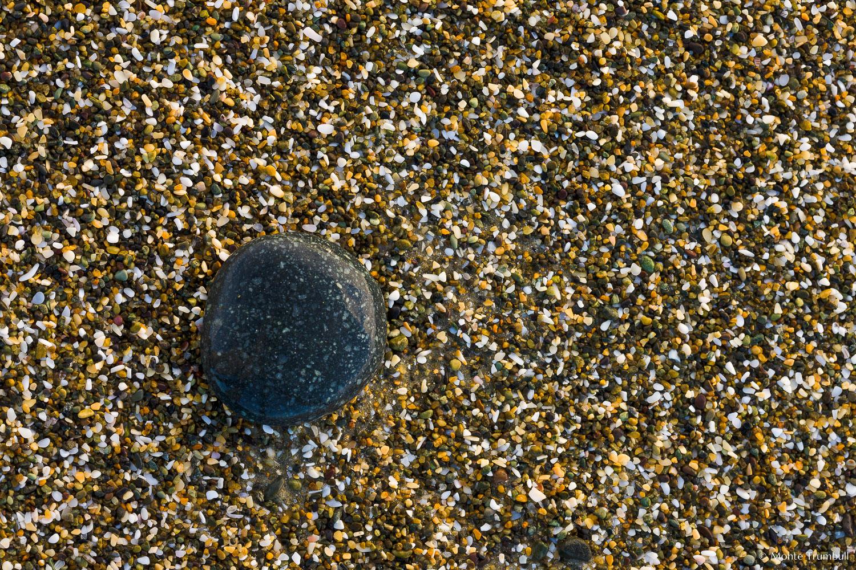 MT-20090414-082116-0040-New-Zealand-South-Island-Taramea-Bay-pebble-on-beach.jpg