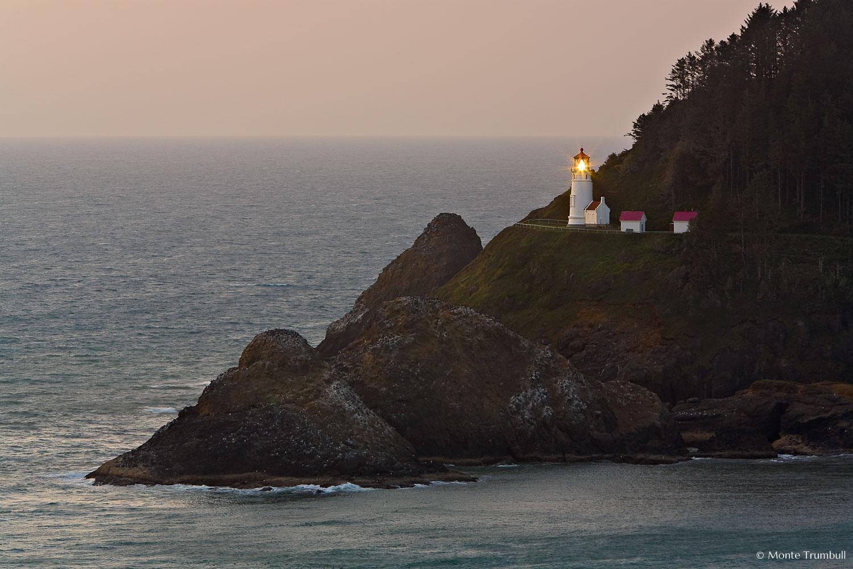 MT-20070510-192206-0141-Edit-Oregon-Hecata-Head-Lighthouse-sunset.jpg