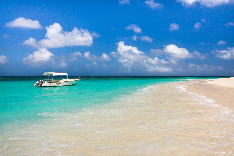 MT-20110215-114811-0055-Anguilla-Lower-Shoal-Bay-glass-bottom-boat.jpg