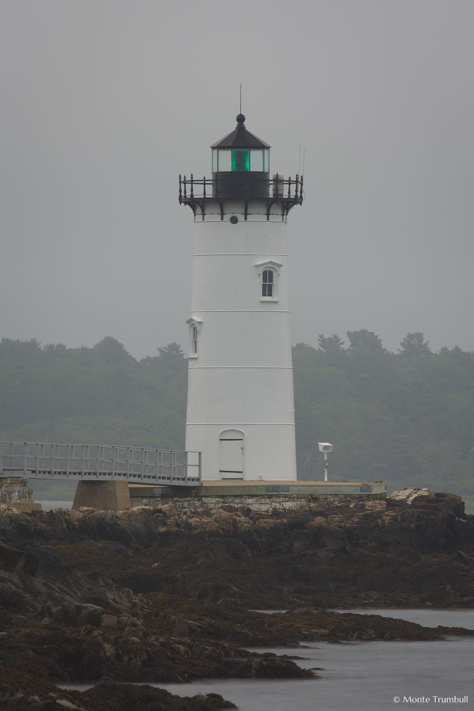 MT-20110618-054303-0001-Maine-Fort-Constitution-Light-bellhouse-morning-fog.jpg