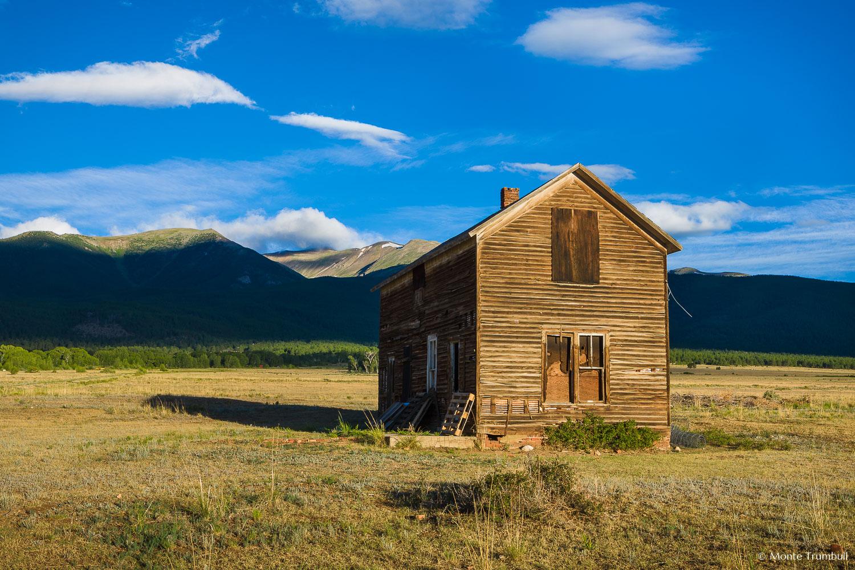 MT-20110727-065258-0035-Colorado-Buena-Vista-old-house-mountains.jpg