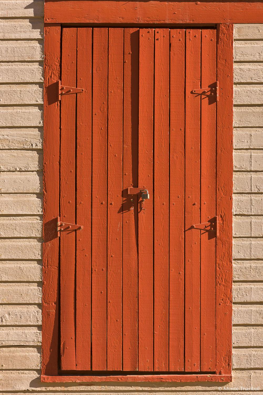 MT-20110820-084118-0096-Colorado-St-Elmo-ghost-town-old-building-windows.jpg