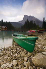 MT-20060921-200306-0110-Cannada-Yoho-National-Park-Emerald-Lake-canoe.jpg