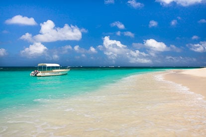 MT-20110215-114811-0055-Anguilla-Lower-Shoal-Bay-glass-bottom-boat.jpg